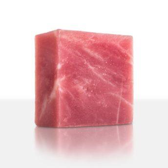 Fruchtig süß - herrlich beerig - eine sinnliche Seife mit betörendem Duft nach Waldbeere. Pflegende Eigenschaften für die Haut und gute Laune für den Geist!