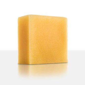 Lebendiger, erfrischender Duft, der an sommerliche, mediterrane Zitronenhaine erinnert. Zitronenöl regt den Geist an und sorgt für gute Laune. Die zartgelbe Zitronenölseife ist hautpflegend, adstringierend und hautreinigend. Besonders für unreine Haut geeignet.