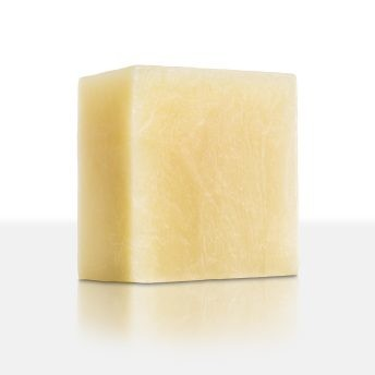 Der krautig-herber Duft gibt unserer Seife eine besondere Note. Das Salbeiöl hilft bei fettiger und unreiner Haut, strafft und pflegt. Der altbewährte Salbei kann auch die Schweißbildung hemmen.