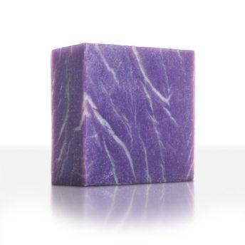 Extrapflegendes Traubenkernöl und Mandelöl machen diese Seife zu einem Wohlfühlprodukt besonders für sensible Haut. Die Liebslingsseife der Kaiserin Sisi!